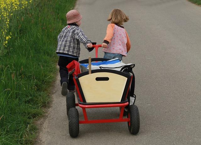 Wandern mit Bollerwagen in der Schweiz